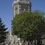 Torre junto al rio Vallee du Hâvre. Pueblo de OUDON. Valle del Loira. Francia - France