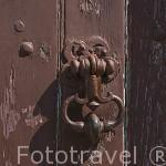 Aldaba en una antigua puerta. Calle Saint Aignan. Ciudad de ANGERS. Región Pays de la Loire. FRANCIA. France