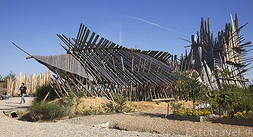 """El """"Jardin Étoile"""" con esculturas y diseños del artista japones Kynia Maruyama. En PAIMBOEUF. Desembocadura estuario del rio Loira. Pays des Loire. Francia. France"""