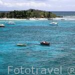 Zona de LE GOSIER y al fondo la isla del mismo nombre. Isla de GUADALUPE. Caribe. Francia