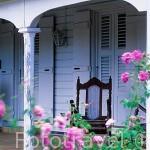 Fachada de una casa de estilo colonial en la Plantación Grand Café Belair. Cerca de St. MARIE. Isla de Guadalupe. Caribe. Francia