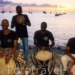 "Grupo ""Zammi a Ka"" tocando el Gwo Ka, musica tradicional. DESHAIES. Basse Terre. Isla de Guadalupe. Caribe. Francia"