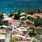 La localidad de TERRE-DE-HAUT. Isla de Les Saintes. Al sur de la isla de Guadalupe. Caribe. Francia