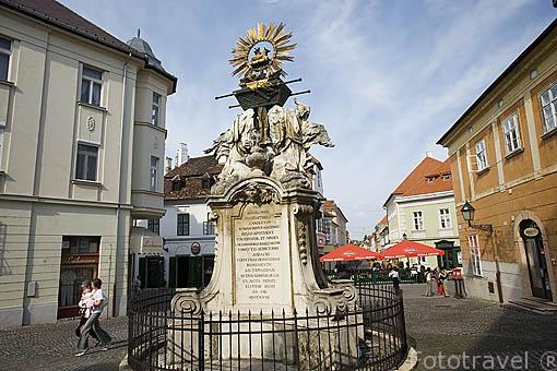 Monumento a la Santisima Trinidad en la ciudad de GYOR. Comarca del Transdanubio. Hungria