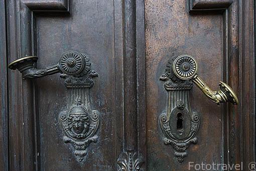 Pomos de entrada. Catedral de la ciudad de GYOR. Comarca del Transdanubio. Hungria
