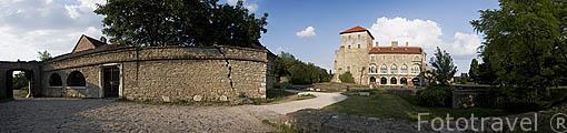 Castillo de Zsigmond o Castillo Viejo. Ciudad de TATA. (a 70kms de Budapest). Comarca del Transdanubio. Hungria