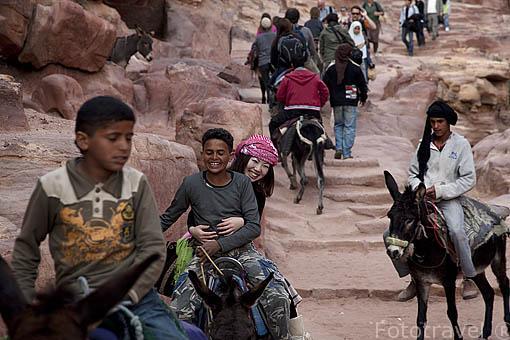 Ascenso en burro / asno al Monasterio. Ruinas de PETRA. Jordania