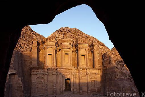 El Monasterio (Al- Deir). s.III a.C. Ruinas de PETRA. Patrimonio de la Humanidad, UNESCO. Jordania