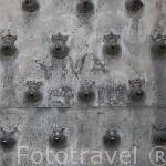 Detalle de una puerta en el casco historico de CUENCA. Ciudad Patrimonio de la Humanidad. Castilla La Mancha. España