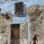 Calle Alfonso VIII y edificios coloridos. CUENCA. Ciudad Patrimonio de la Humanidad. Castilla La Mancha. España