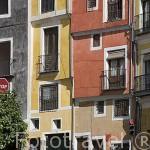 Calle Alfonso VIII y al fondo el edificio gotico del Ayuntamiento. CUENCA. Ciudad Patrimonio de la Humanidad. Castilla La Mancha. España