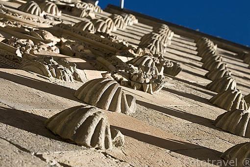 Conchas en la fachada de la Casa de las Conchas, Arquitectura gótica civil española .S.XV - XVI. SALAMANCA. Ciudad Patrimonio de la Humanidad, UNESCO. Castilla y León. España