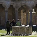 Jovenes en el patio de las Escuelas Menores. SALAMANCA. Ciudad Patrimonio de la Humanidad, UNESCO. Castilla y León. España