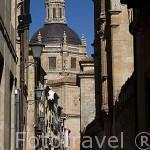 Calle Libreros al fondo la torre de la iglesia de la Clerecia. SALAMANCA. Ciudad Patrimonio de la Humanidad, UNESCO. Castilla y León. España