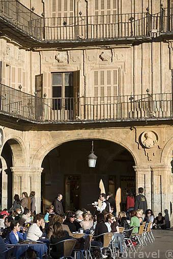 Terrazas y soportales en la plaza Mayor, de estilo barroco. S.XVIII. SALAMANCA. Ciudad Patrimonio de la Humanidad, UNESCO. Castilla y León. España