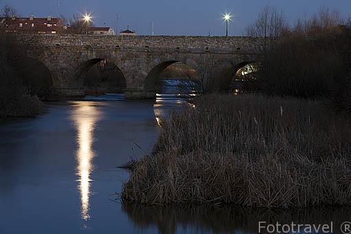 Puente romano sobre el río Tormes, forma parte de la Via de la Plata. SALAMANCA. Ciudad Patrimonio de la Humanidad, UNESCO. Castilla y León. España