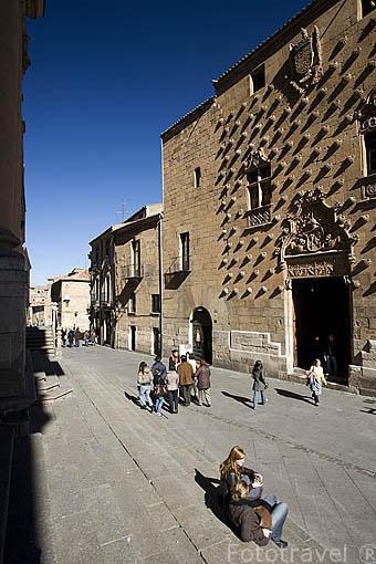 La Casa de las Conchas y la calle de la Compañia. SALAMANCA. Ciudad Patrimonio de la Humanidad, UNESCO. Castilla y León. España
