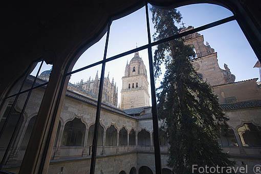 Patio interior de la Escuelas Mayores y torres de la catedral. SALAMANCA. Ciudad Patrimonio de la Humanidad, UNESCO. Castilla y León. España