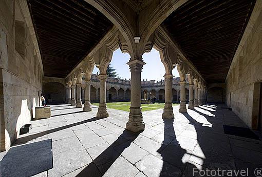 Patio interior de la Escuelas Menores, 1458 con balaustrada barroca. SALAMANCA. Ciudad Patrimonio de la Humanidad, UNESCO. Castilla y León. España