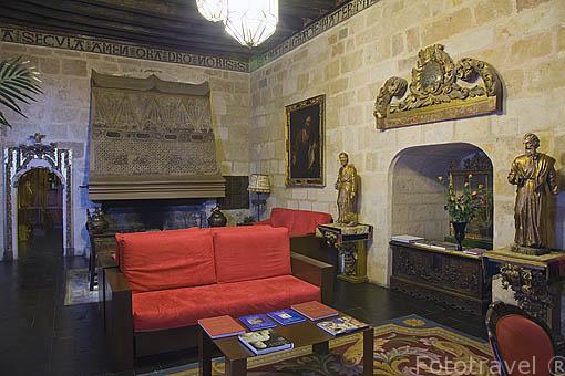 Salon interior, planta baja. Castillo del Buen Amor, (hotel- posada), cerca de la población de TOPAS. Comarca de La Armuña. Provincia de Salamanca. España. Spain