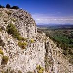 El castillo y el pueblo de UCERO (al fondo derecha), desde el mirador del Parque Natural del Cañon del rio Lobos. SORIA. Castilla y León. España