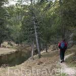 Senderista. Parque Natural del Cañon del rio Lobos a su paso por la provincia de Burgos. España