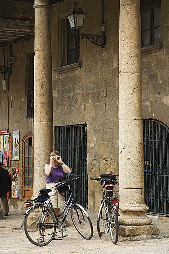 Soportales junto a la catedral en la plaza de la Seu.TARRAGONA. Ciudad Patrimonio de la UNESCO. España