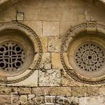Rosetones con diferente diseño. Interior del claustro de la catedral. s.XII-XIV.TARRAGONA. Ciudad Patrimonio de la UNESCO. España