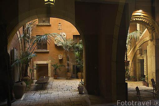 Interior patio. Calle y casa de Castellarnau, S.XV.TARRAGONA. Ciudad Patrimonio de la UNESCO. España
