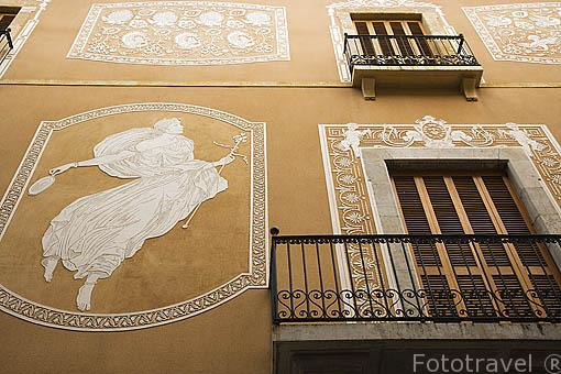 Esgrafiado en la fachada de la Escuela de Ingenieros. TARRAGONA. Ciudad Patrimonio de la UNESCO. España