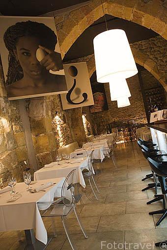 Interior. Restaurante L´Anap en la calle / carrer de Comte. TARRAGONA. Ciudad Patrimonio de la UNESCO. España