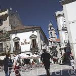 Plaza de la Constitución. Al fondo las torres dela colegiata de Santa Maria. Ciudad de VIGO. Galicia. España