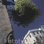 Una escultura con forma de cara en una esquina de un edifico en la plaza de la Constitucion. Ciudad de VIGO. Galicia. España