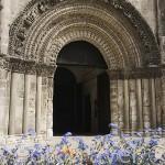 Portada de la iglesia de Saint Leger, de estilo romanico con roseton gotico. Ciudad de COGNAC. Francia