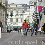 Calle comercial Angulema en el centro de la ciudad de COGNAC. Francia