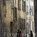 Calle en el barrio antiguo de la ciudad de COGNAC. Francia