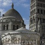 Abside, torre y cimborrio de la catedral de estiloromanico de San Pedro. ANGOULEME / ANGULEMA. Francia