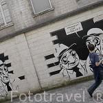 """En la pared de un edificio una secuencia de comics """"Realite, sortie de Secours"""" por Marc Antoine Mathieu. Ciudad de ANGOULEME / ANGULEMA. Francia"""