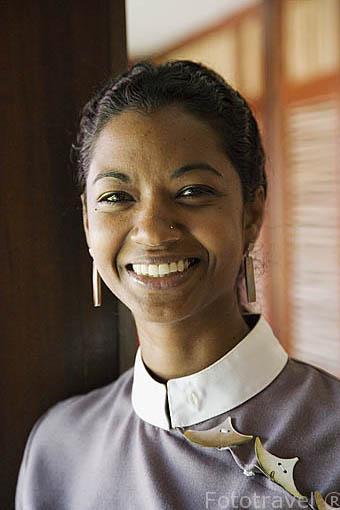 Una mujer. hotel Cap Est Lagoon Resort Spa