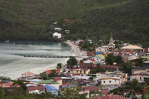 Pueblo costero de LES ANSES D´ARLET. Sur de la isla de MARTINICA. Francia. Caribe