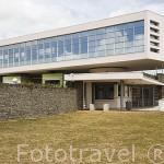 "Moderno edificio del centro ""Decouverte des Sciences de la Terre"". Cerca de ST- PIERRE. Isla de MARTINICA. Francia. Caribe"
