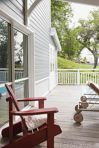 """Terraza privada y piscina de una suite. Hotel restaurante gastronomico """"Plein Soleil"""", cerca de LE FRANCOIS. Isla de Martinica. Francia. Caribe"""