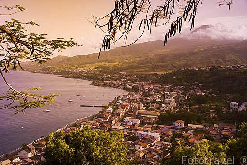 Vista de la ciudad de ST-PIERRE. Isla de Martinica. Francia. Caribe