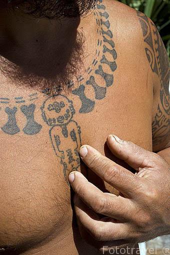 Tatuaje llamado Tiki: antiguo dios. Cultura polinesia y las tribus del Pacifico. Isla de RURUTU. Archipielago de las Australes. Oceano Pacifico. Polinesia Francesa