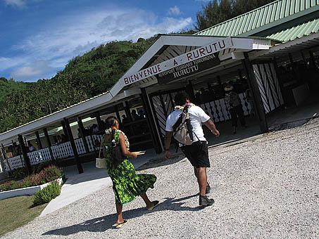 Pequeño aeropuerto de isla de RURUTU. Archipielago de las Australes. Oceano Pacifico. Polinesia Francesa