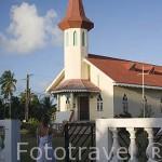 Iglesia mormona de Jesucristo. En la poblacion de AVATORU. Atolon de Rangiroa. Archipielago de Tuamotu. Polinesia Francesa. Oceano Pacifico
