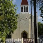 La iglesia cristiana de la población AVATORU al final de una carretera. Atolón de Rangiroa. Archipielago de Tuamotu. Polinesia Francesa. Oceano Pacifico