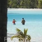 Turistas e islotes (motus) en la Laguna Azul. Atolón de RANGIROA. Archipielago de Tuamotu. Polinesia Francesa. Oceano Pacifico