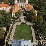 Jardines vistos desde la torre del palacio de KSIAZ (s.XIII-ampliaciones en 1670 y en 1909) . Recinto de 250 hectareas. A las afueras de WALBRZYCH. Es el más grande de la Baja Silesia. Polonia