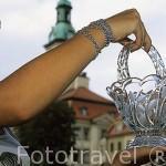 Pieza de cristal de Silesia. Detrás la plaza del Ayuntamiento. Ciudad de JELENIA GORA. Baja Silesia. Polonia